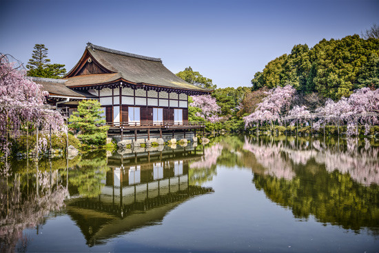 Kyoto,-Japan-gardens-at-Heian-Shrine-in-the-spring-season_shutterstock_187894901