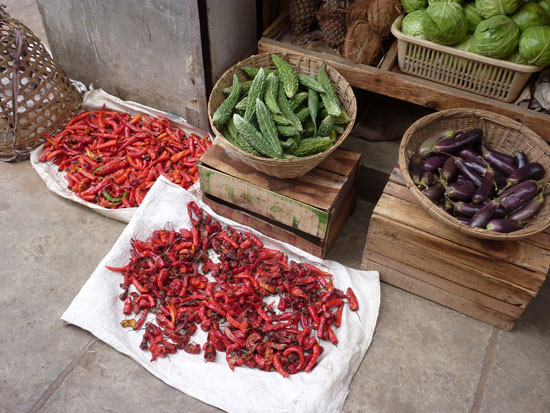 ross-bhutan-india_Chillis_Thimphu-markets_peter-whitehead_websize550